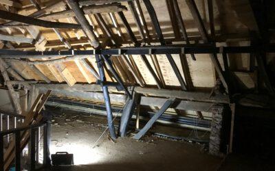 Start renovatie oude dakkap woonboerderij